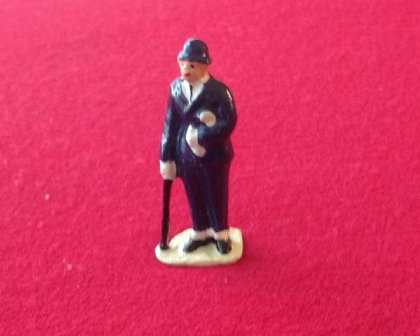 HORNBY PRE-WAR O GAUGE 3B Businessman (Blue suit)